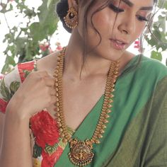 Buy the best Long Necklace Sets Indian Jewelry online from the top Long Necklace Sets manufacturer. Shop Gita Antique Long Necklace Set online from the top brand for the best traditional and classy looks. Gold Earrings Designs, Gold Jewellery Design, Gold Designs, Necklace Designs, Diamond Cross Necklaces, Beaded Necklaces, Gold Jewelry Simple, Necklace Set, Gold Necklace