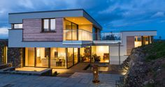 West Cork passive house shows how energy needs don't have to compromise design. Style At Home, Sip House, Passive House Design, Raised House, West Cork, Modern Architecture House, House And Home Magazine, New Builds, Bungalow