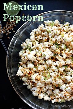 Popcorn recipes for every season. Jazz up your movie night or game night and make your own popcorn using one of these 25 popcorn recipes Flavored Popcorn, Gourmet Popcorn, Popcorn Toppings, Popcorn Snacks, Popcorn Bar, Candy Popcorn, Chili Lime Popcorn Recipe, Cooking Popcorn, Popcorn Kernels