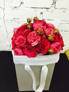 Цветы в коробке лучший подарок
