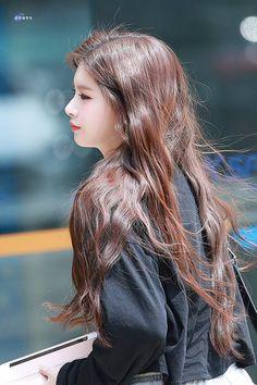Kpop Girl Bands, Mixed Girls, Yuehua Entertainment, Beautiful Asian Girls, Aesthetic Girl, Kpop Girls, Ulzzang, Cute Girls, Long Hair Styles