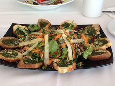 FRESH SALAD Hotel, Vegetable Pizza, Salad, Fresh, Vegetables, Food, Essen, Salads, Vegetable Recipes