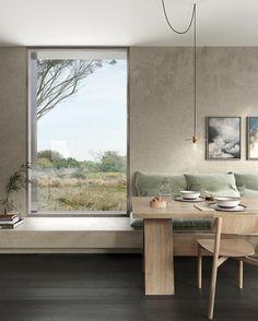 intérieur minimaliste, table à manger en bois, ampoule suspendue, murs en béton ciré #decocrush