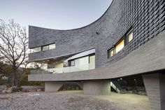 curved house by joho architecture