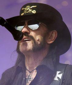 Sans doute que cela ne lui déplairait pas d'aller directement en enfer ! Lemmy Kilmister, le bassiste et «hurleur» de Motörhead a été emporté à 70 ans, par un cancer foudroyant, diagnostiqué samedi, deux jours après son anniversaire le 24...