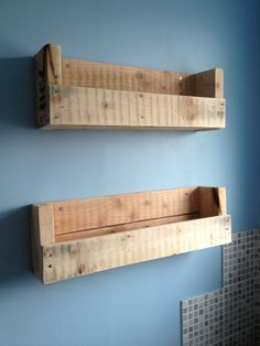 Pallet shelves for storage outside my bathroom. Would be a nice update from the … - Pallet Diy Wooden Pallet Shelves, Wooden Diy, Wooden Pallets, Pallet Cabinet, Pallet Benches, Pallet Couch, Pallet Tables, Pallet Bar, 1001 Pallets