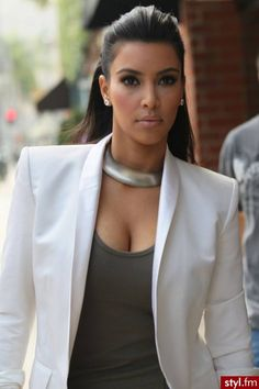 Find images and videos about beauty and kim kardashian on We Heart It - the app to get lost in what you love. Kardashian Dresses, Kim Kardashian Hair, Estilo Kardashian, Kardashian Style, Kardashian Jenner, Kardashian Girls, Kardashian Family, Kardashian Kollection, Kendall Jenner