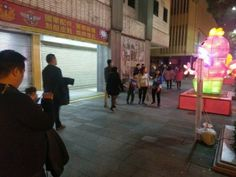 cool 賞花燈碎玻璃卻從天而降 學生肇禍兩人送醫   國軍英雄館四樓的窗戶墜落地面,砸傷賞&#... http://taiwanese.moe/archives/574913 Check more at http://taiwanese.moe/archives/574913