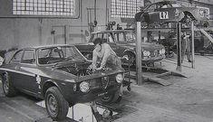 Classic Car News Pics And Videos From Around The World Alfa Romeo Logo, Alfa Romeo Cars, Alfa Gta, Vintage Cars, Antique Cars, Lamborghini, Alfa Romeo Gtv6, Gilles Villeneuve, Racing Team