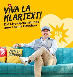 Viva la Klartext – Folge 1: Bauen mit maximaler Förderung.  Zur Premiere holt Peter sich den Finanzierungsexperten Fritz Röhrenbeck von Heun Finanz auf sein türkises Sofa. Gemeinsam zeigen sie, wie Bauen mit maximaler Förderung heute geht.
