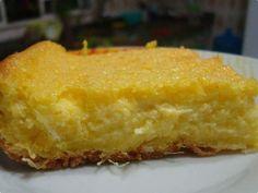 Massa  -   - 4 a 5 espigas de milho ( 2 xícaras de grãos)  - 2 xícaras (chá) de leite  - 1 colher (sopa) de margarina  - 4 ovos  - 1 xícara (chá) de açúcar  - 1 pitada de sal  - Cobertura  -   - 1/2 vidro de leite de coco  - 1 e 1/2 xícara (chá) de açúcar confeiteiro