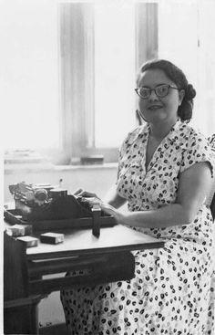 O Instituto Moreira Salles do Rio de Janeiro programou para o centenário de Rachel de Queiroz (1910- 2003), uma série de atividades em homenagem ao aniversário da escritora, com exposição, filmes e lançamento de livro inédito, até 16 de janeiro.