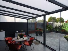 terrasoverkapping met glazen schuifdeuren