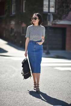 Street Style, Saia Jeans Midi, outfit inspiration, minimalism The shoes Denim Skirt Outfits, Komplette Outfits, Outfit Jeans, Modest Outfits, Casual Outfits, Fashion Outfits, Denim Skirt Outfit Summer, Jeans Casual, Casual Skirts