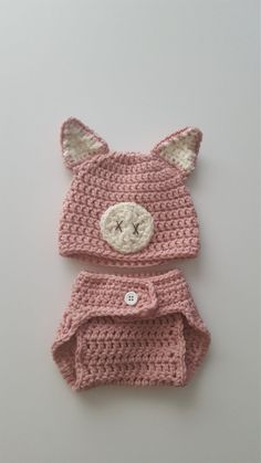 How cute would your newborn Halloween baby look in this piggy costume? This pig hat and tail set is perfect for babys first Halloween, announcing the arrival of your baby, as…