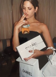 Discovered by ella. Find images and videos about fashion, chanel and life goals on We Heart It - the app to get lost in what you love. Women Smoking, Girl Smoking, Mode Editorials, Images Esthétiques, Boujee Aesthetic, Old Money, Rich Kids, Gossip Girl, Dream Life