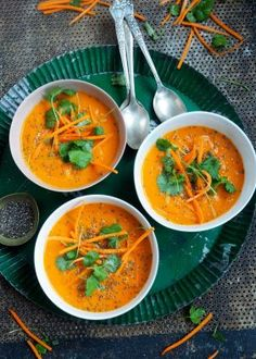 Spicy gulrotsuppe med kokosmelk Raw Food Recipes, Veggie Recipes, Soup Recipes, Cooking Recipes, Norwegian Food, Norwegian Recipes, Soup And Sandwich, Everyday Food, Main Meals
