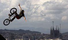 Una de las pruebas de los 'X Games Barcelona 2013', ubicada en un punto emblemático de la montaña de Montjuïc, ¡con unas vistas increíbles! #Bike #xGames #Rider #Barcelona. Foto de Albert Gea
