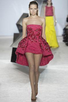 Giambattista Valli: Haute Couture Paris, Frühjahr/Sommermode 2014