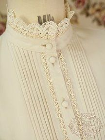 Super cute collar - I'd love to make a Version with lace as high collar piece!Stand-up Lace Blouse Collar with Lace Trim and Self-covered Buttons .Want it in yellow red or black Lolita Fashion, Hijab Fashion, Fashion Dresses, Dress Neck Designs, Designs For Dresses, Kurta Designs, Blouse Designs, High Collar Blouse, Lace Collar