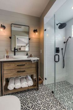 31 Awesome Small Farmhouse Bathroom Decor Ideas And Remodel Rustic Bathroom Designs, Modern Farmhouse Bathroom, Modern Bathroom Design, Farmhouse Small, Rustic Farmhouse, Fresh Farmhouse, Rustic Wood, Urban Farmhouse, Modern Bathrooms