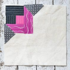 Quilt-As-You-Go is way more versatile than you might think! Here's how to make a Scottish Thistle block. Check out this series to see other ways you can use the QAYG method. Christmas Rag Quilts, Quilt As You Go, Scottish Thistle, Log Cabin Quilts, Quilt Making, Quilt Blocks, Quilt Patterns, Free Pattern, Projects To Try