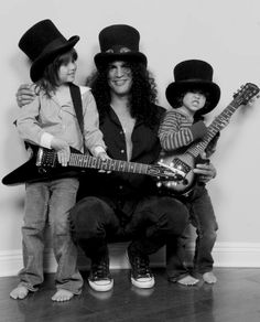 Guns N' Roses : Slash with his sons London, and Cash Guns N Roses, Axl Rose, Gibson Les Paul, Heavy Metal, Rock And Roll, Metallica, Saul Hudson, Rock Poster, Myles Kennedy