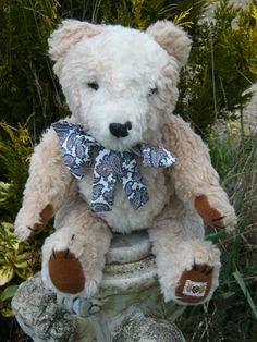 pretty vintage bear by Nisbet with alpaca two coloured fur.