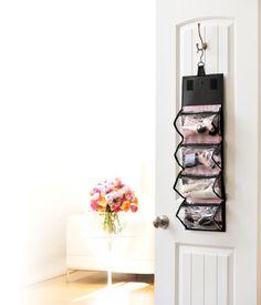 ¡Lleva contigo y con estilo tus productos favoritos de Mary Kay! Nuestro Roller Bag (vacío) cuenta con compartimientos extraíbles con espacio para tus productos de cuidado de la piel, fragancias, maquillaje y aplicadores para que siempre estés muy organizada.