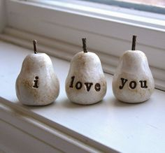 "Three ""i love you"" decorative polymer clay pears, painted and a clear coat of varnish. They can also be handmade in green. Handmade Home Decor, Handmade Decorations, I Love You Words, My Love, Biscuit, Mothers Day Presents, Air Dry Clay, Polymer Clay Crafts, Clay Projects"