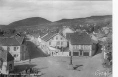 OPPLAND fylke Lillehammer - Storgaten og Lilletorget utg Oppi 1950-tallet