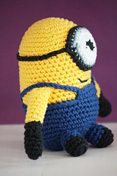 Virkattu Minion | Kaikki Paketissa Softies, Minions, Crochet Hats, Beanie, Knitting, Toys, How To Make, Crafts, Amigurumi