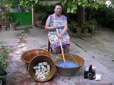 Receta para elaborar jabón casero en frio Housekeeping Tips, Organic Shampoo, Homemade Beauty Products, Soap Recipes, Natural Cosmetics, Dremel, Soap Making, Diy Beauty, Cleaning Hacks