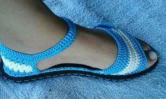 Sandalia con suela de cauchos Crochet Sandals, Crochet Boots, Crochet Slippers, Crochet Shoes Pattern, Shoe Pattern, Crochet Patterns, Hand Crochet, Crochet Baby, Knit Crochet