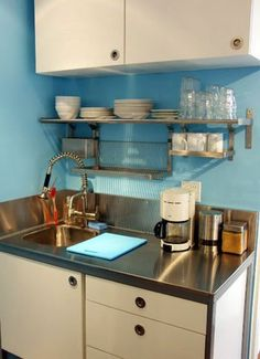 Kitchen storage ideas for small spaces ikea apartment therapy ideas Small Kitchen Organization, Small Kitchen Storage, Small Space Kitchen, Small Sink, Kitchen Organizers, Organized Kitchen, Kitchen Shelves, Cupboards, Kitchen Sink