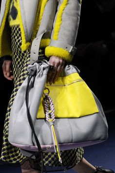 Versace Fall 2017 Ready-to-Wear Accessories Photos - Vogue