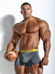 Nude athletic men and naked hot guys in sport and more - sporty dudes and horny frat boys. Gorgeous Black Men, Beautiful Men, Hot Black Guys, Hot Guys, Muscle Hunks, Muscular Men, Guy Pictures, Male Physique, Sport Man