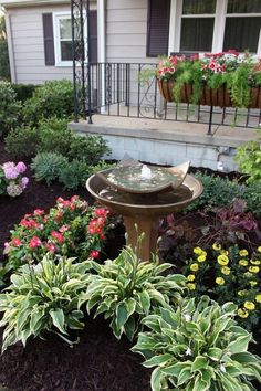 Cheap Landscaping Ideas for Front Yard You'll Fall in Love With 46 - All For Garden Cheap Landscaping Ideas For Front Yard, Backyard Landscaping, Inexpensive Landscaping, Backyard Ideas, Backyard Ponds, Farmhouse Landscaping, Luxury Landscaping, Porch Ideas, Landscaping Front Yards