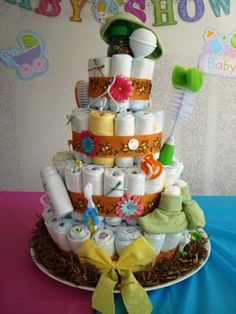 Front View Neutral: Such an eye-pleasing diaper cake! Not finding out the gender of a baby shower doesn't mean that you are limited in your colors or decor. Just look at this