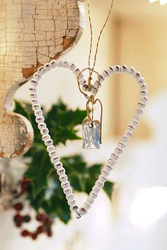 10 Heart-Shaped Christmas Decorations | Shelterness