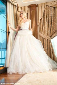 Ampio o a sirena........e tu che sposa vorrai essere? Alessandro Tosetti Www.alessandrotosetti.com www.tosettisposa.it #abitidasposa2015 #wedding #weddingdress #tosetti #tosettisposa #nozze #bride #alessandrotosetti #agenzia1870