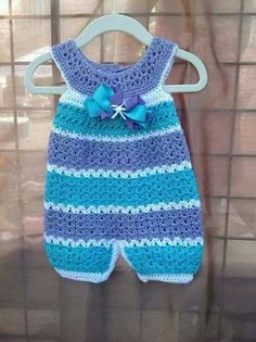 Klicke, um das Muster für - Crochet baby overall anzusehen - Deco Pinner Crochet Romper, Baby Girl Crochet, Crochet Baby Clothes, Crochet For Kids, Free Crochet, Knit Crochet, Crochet Children, Crochet Tops, Baby Patterns