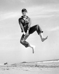 "Shirley Maclaine en plein ""jump"""