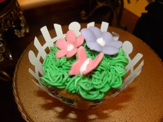 cupcakes with little butterfly and flowers