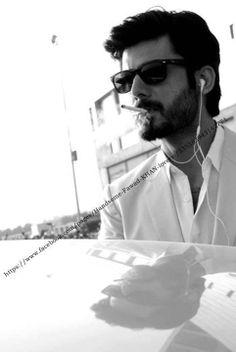 Fawad Afzal Khan at Red Carpet https://www.youtube.com/watch?v=xnKTMASf9Mc