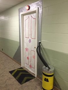 madwoman-without-a-box:  My friend turned her dorm door into Boo's door from Monster's Inc and it's hella cool.