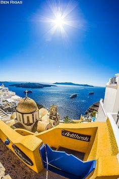Amazing Santorini with such a great background view, really unique! Visit Santorini to see all those beauties yourself. Fira Santorini, Santorini Island, Mykonos, Santorini Travel, Beautiful Places To Visit, Great Places, Places To Go, Jacuzzi, Picture Places