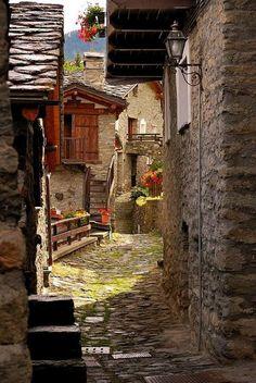 Por las callejuelas de Torgron, Italia.