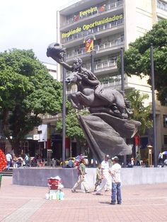El Bolívar Desnudo Plaza de Bolívar. Pereira - Colombia Largest Countries, Countries Of The World, Places To Travel, Travel Destinations, Colombia South America, Spanish Speaking Countries, Colombia Travel, How To Speak Spanish, Travel Memories