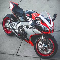 A magazine for bike enthusiast who loves to ride and read news from the motorcycle world. Super Bikes, Ducati, Yamaha R1, Gp Moto, Custom Sport Bikes, Speed Bike, Bmw Motorcycles, Cute Cars, Motorcycle Bike